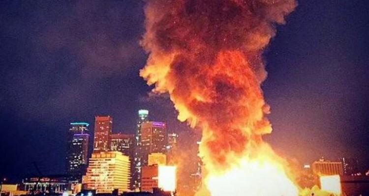 El humo y el fuego del incendio podía verse a varios kilómetros de la ciudad. (Foto-Agencias)
