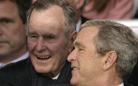 George H. W. Bush junto a su hijo, también ex presiddente de los EE.UU. (Foto-AFP)