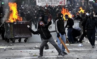 Graves disturbios en Grecia durante la noche. (Foto-Agencias)