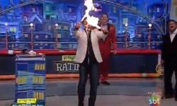 Impactante video  un conductor se quemó con fuego mientras hacía un truco en la TV   Teleshow