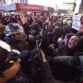 Intervención policial por la muerte de Akai Gurley en una concentración en Times Square. (Foto-Agencias)