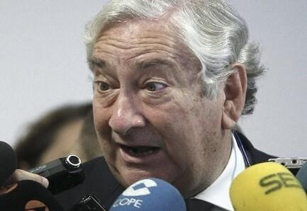 Javier Rodríguez, exconsejero de Sanidad de Madrid ante los periodistas. (Foto-Agencias)
