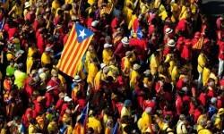 La ciudadanía catalana se divide en referencia al tema independentista. (Foto-AP)