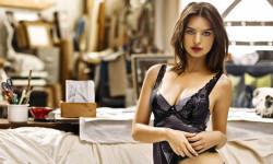 La producción de Emily Ratajkowski en ropa interior Me siento sexy y segura (6)