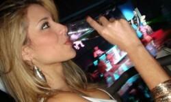 La sensual maestra que besó al hijo adolescente de Ronaldo revoluciona las redes sociales (5)