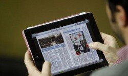 Lector de un periódico digital (Foto-Agencias)