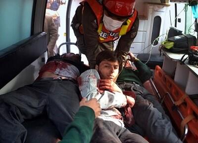 Los servicios de rescate y miembros del servicio médico atendieron con rapidez a los heridos. (Foto-AP)