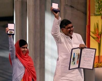 Malala Yousafzai y Satyarthi Kailash recibiendo el galardón (Foto-AFP)