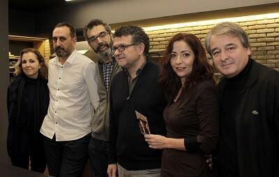 Miembros de la compañía Albena Teatre, Mª Ángeles Fayos y Ricard Camarena en la presentación de la obra. (Foto-VLCNoticias)
