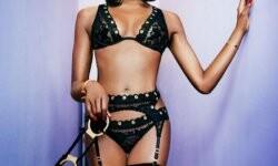 Naomi Campbell deslumbró con lencería muy sexy a sus 44 años (3)
