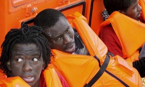 Patera de inmigrantes rescatados. (Foto-Agencias)