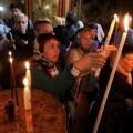 Peregrinos en la iglesia de la Natividad. (Foto-AFP)