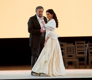 Plácido Domingo y Davinia Rodríguez en ' class=