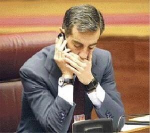 Ricardo costa en las Cortes valencianas. (Foto-Agencias)