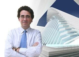 Santiago Calatrava junto a la maqueta de una de sus obras. (Foto-Agencias)