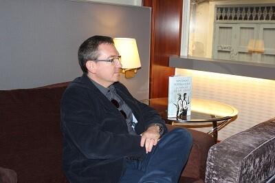 Santiago Posteguilo durante un momento de la entrevista. (Foto-VLCNoticias)