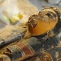 Sarcófago intacto con el cuerpo momificado de una 'Cantora de Amón' en su interior. (Foto-IEAE)