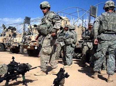 Soldados americanos preparándose para su viaje a Irak. (Foto-Agencias)