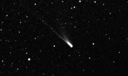 Un meteorito atraviesa la noche estrellada de Valencia en 2005. (Foto-Agencias)
