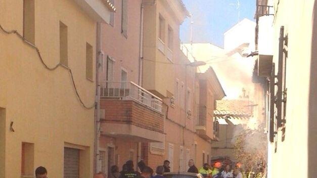 extinguen-incendio-vivienda-Cehegin-Murcia_TINIMA20141230_0409_5