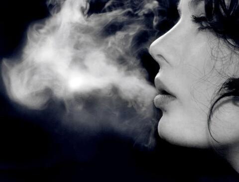 mulher-fumando-grande