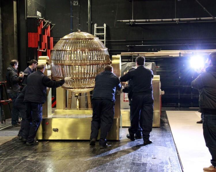 sorteo de la lotería de Navidad LLEGADA BOMBOS AL TEATRO REAL 1 (1)