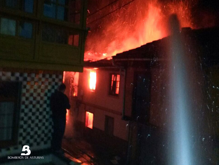 2015.01.13 Incendio urbano en Tolivia, Laviana