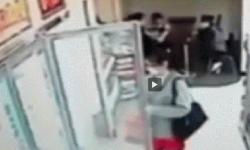 Cámaras captaron el momento más antihigiénico en una tienda   Insólito  China   América