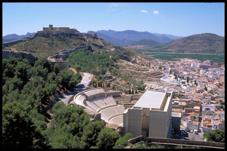 Castillo y Teatro. Vista General