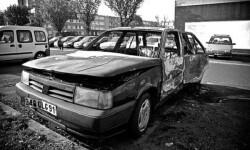 Coche quemado en París. (Foto-Agencias)