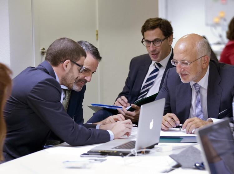 De izquierda a derecha, Ramón Catalá, CEO de tellmeGen, Javier Jiménez, D.General Lanzadera, Jaime Esteban, D. General Angels, Juan Roig, impulsor de Lanzadera