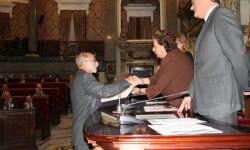 El Dr José Mir recibe el premio Certamen Médico de manos de la alcaldesa de Valencia