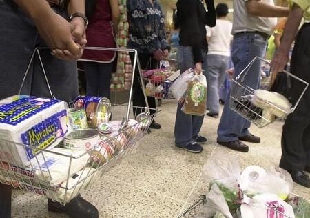 El desabastecimiento y la crisis económica está provocando serios problemas a los venezolanos. (Foto-AP)