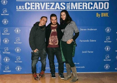 El finalista de Top Chef, Víctor Rodrigo con dos amigos