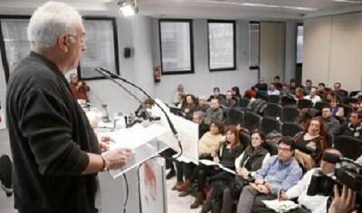 El secretario general de IU, Cayo Lara, en la reunión de ayer.