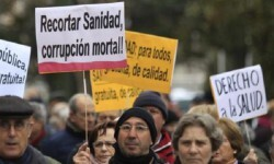 Enfermos de hepatitis C durante juna manifestación. (Foto-efe)