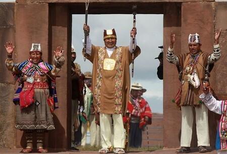 Evo morales cumpliendo un ritual inca para su toma de posesión. (Foto-Agencias)