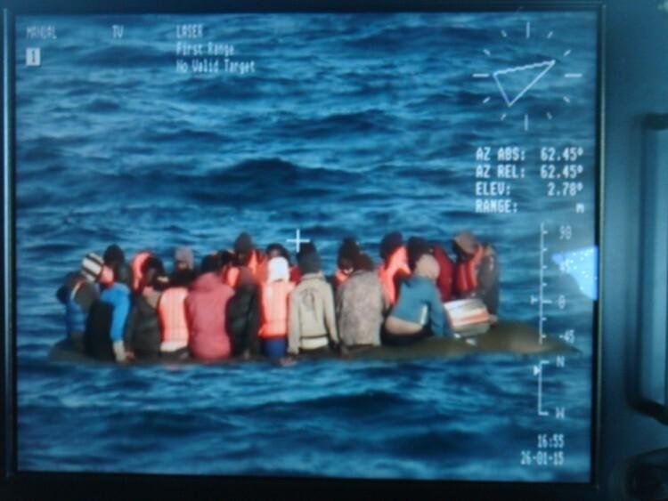 Un total de 22 inmigrantes se encontraban a bordo de una embarcación neumática