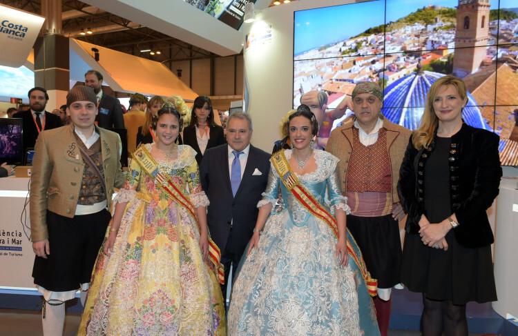 Falleras mayores de Xàtiva en Fitur foto_Abulaila_1
