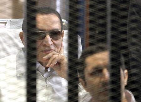 Hosni Mubarak durnate la celebración de su juicio en 2014. (Foto-AFP)