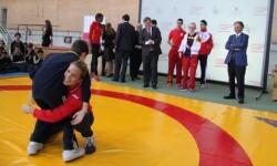 Combate de exhibición entre las luchadoras Sara Viéitez (azul) y Eugenia Bustabad(rojo) autor: CSD.- prensa
