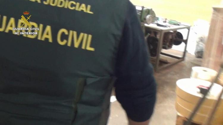La Guardia Civil desmantela la mayor fábrica de tabaco clandestina de España (3)
