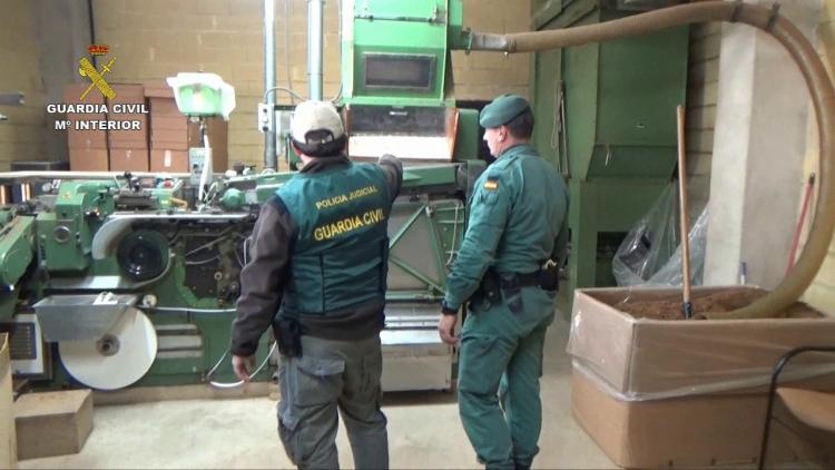 La Guardia Civil desmantela la mayor fábrica de tabaco clandestina de España (6)