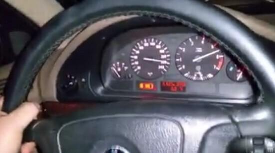 La Guardia Civil imputa a una persona que colgó un vídeo en una red social conduciendo un vehículo a 240 kmh.