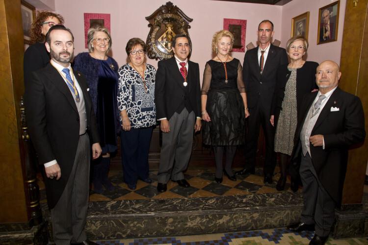 La Junta de Gobierno del Gremio junto a los representantes de San Vicente 2015 - copia