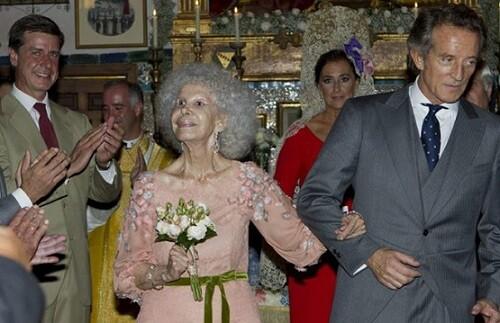 La duquesa de Alba y Alfonso Díez el día de su casamiento. (Foto-efe)