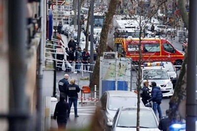 La policía aocrdona el lugar del atentado. (Foto-AFP)