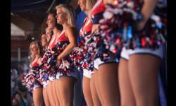Las Sea Gals de Seattle y las animadoras de los Patriots de Nueva Inglaterra se preparan para el duelo de belleza en el máximo evento deportivo de EEUU (1)