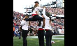 Las Sea Gals de Seattle y las animadoras de los Patriots de Nueva Inglaterra se preparan para el duelo de belleza en el máximo evento deportivo de EEUU (5)