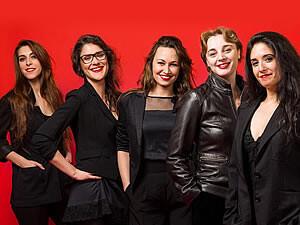 Las cinco actrices componentes de la obra.